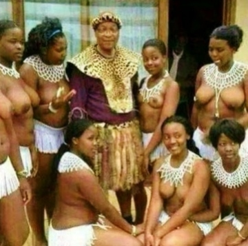 President Jacob Zuma chilling with bare breasted women (Source: OluFamous.Com)